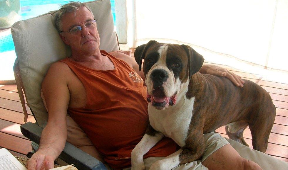 La garde d'animaux ou pet sitting est une alternative à la pension canine. Faisons connaissance avec Gwen et Gilberte qui gardent vos animaux à domicile.